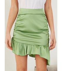 minifalda de cintura alta de satén fruncido de yoins
