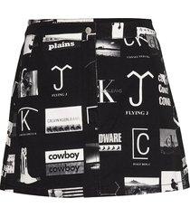 mini punk aop skirt, kort kjol svart calvin klein jeans