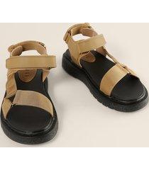 na-kd shoes gjorda av kardborrband sandaler - beige