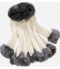 cappotto con cappuccio di pelliccia sintetica