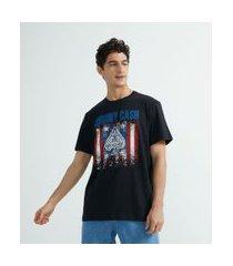 camiseta manga curta com estampa localizada johnny cash   johnny cash   preto   gg
