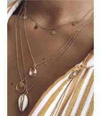 collar de múltiples capas con colgante de oro y concha de oro