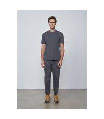 camiseta masculina slim em algodão estonado - cinza