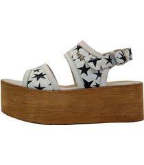 sandalia de cuero blanca leblu estrellas