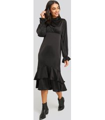 na-kd party ballon sleeve gathered midi dress - black