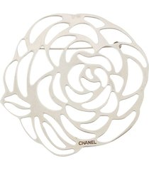 chanel pre-owned 2000s camellia flower brooch - silver