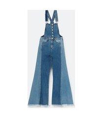 macacão pantalona jeans com recorte bicolor na perna | blue steel | azul | m