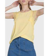 blusa io encaje en hombros  amarillo - calce regular