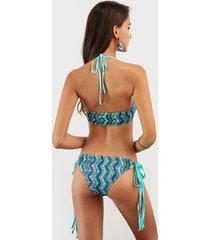 bikini con patrón de ondas aleatorias coloreado