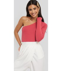 na-kd basic body med en axel - pink