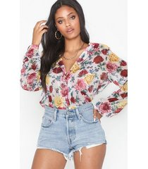 nly trend button frill blouse vardagsblusar
