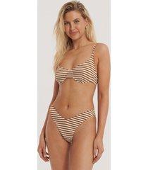 na-kd swimwear pop bikinitrosa med v-skärning och struktur - brown