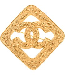 chanel pre-owned embossed cc diamond brooch - gold