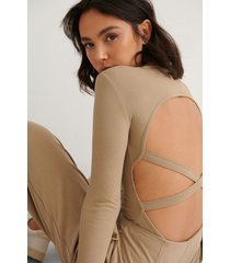 na-kd trend ribbstickad body med banddetaljer - beige