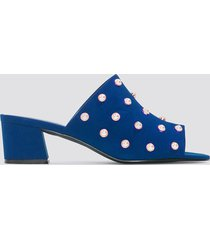 na-kd shoes mule heel pearl sandals - blue