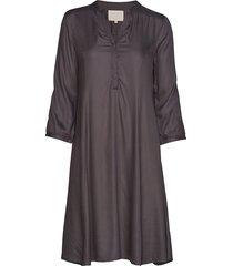 linajapw dr jurk knielengte grijs part two