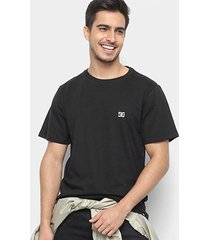 camiseta dc shoes slim basic logo masculina