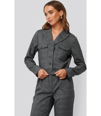 na-kd classic short plaid buttoned jacket - grey