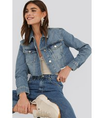 na-kd trend short raw hem denim jacket - blue