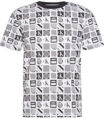 camiseta relaxed con estampado en toda la prenda calvin klein