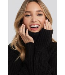 adorable caro x na-kd big turtleneck knitted sweater - black