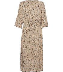 sc-rada knälång klänning beige soyaconcept