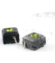 podwójny naszyjnik z betonu z chrobotkiem
