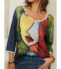 camicetta casual con colletto asimmetrico con stampa artistica astratta