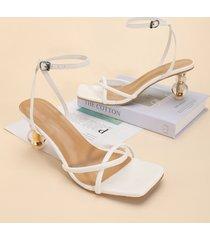 sandalias de tacón transparente con tira al tobillo fino y puntera cuadrada
