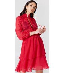 na-kd boho high frill neck dress - red