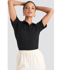 emilie briting x na-kd button up t-shirt - black