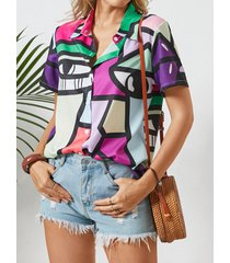 abstract modello camicetta da donna con bottoni a maniche corte con risvolto stampato
