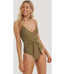 na-kd swimwear baddräkt med knyt framtill - green