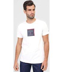camiseta tommy hilfiger logo branca - branco - masculino - algodã£o - dafiti