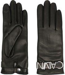 calvin klein textured logo plaque gloves - black
