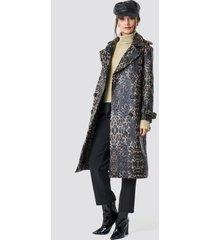 na-kd trend leopard belted coat - multicolor