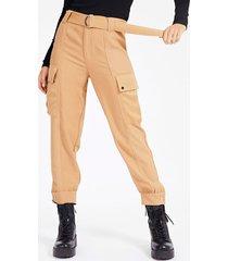 satynowe spodnie fason cargo