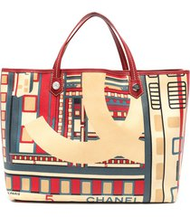chanel pre-owned art decó print tote bag - red