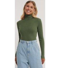 na-kd ribbstickad tröja med hög hals - green
