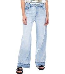 flare jeans medium waist con detalle en botas tono claro (se sugiere comprar una talla menos a la habitual) color blue