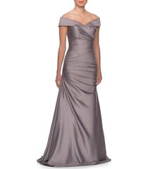 women's la femme off the shoulder ruched satin trumpet gown, size 16 - metallic