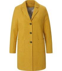 jas in wijd model met knoopsluiting van emilia lay geel