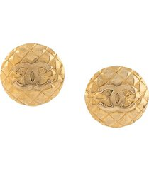 chanel pre-owned 1990s quilted cc logo maxi earrings - gold