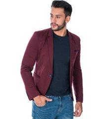 blazer vinotinto para hombre con solapa diseño de linea en cuello bolsillos frontales e interno y botones  en manga