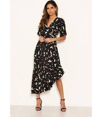 ax paris women's printed wrap side frill dress