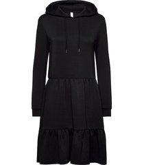 sc-banu knälång klänning svart soyaconcept