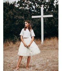 spódnica z tiulu w białym kolorze