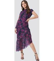 na-kd one sleeve mesh dress - multicolor