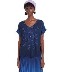 camiseta azul desigual