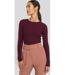 na-kd basic ribbed knitted round neck sweater - burgundy
